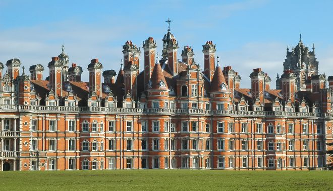 Royal Holloway extends technical FM contract