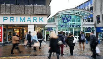 Axis in shopping centre deal